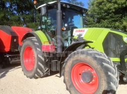 Tracteur class arion 640+ chargeur 41,25 €