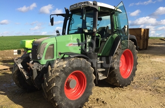 Location tracteur Fendt  410 Farmer 100 €
