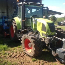 Tracteur agricole Claas arion 640 170 €
