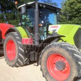 Tracteur class arion 640+ chargeur 330 €
