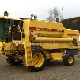 Moissonneuse-batteuse New Holland TX 34 450 €