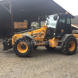 Chargeuse JCB TM320 220€