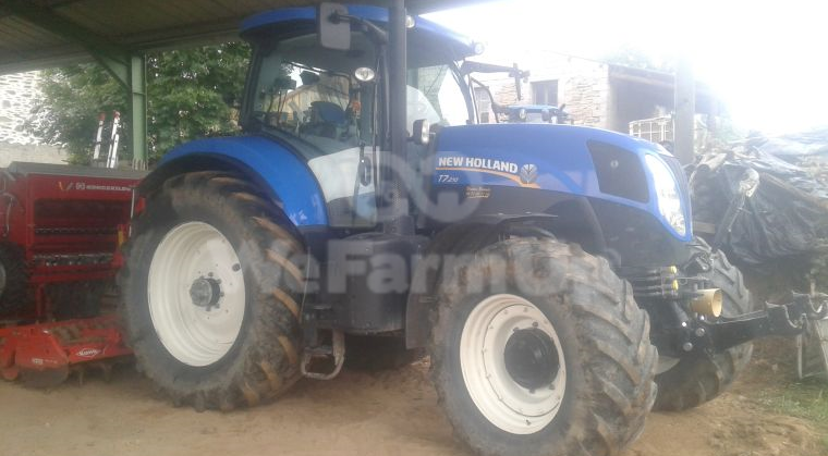 Tracteur agricole NEW HOLLAND T7210 0