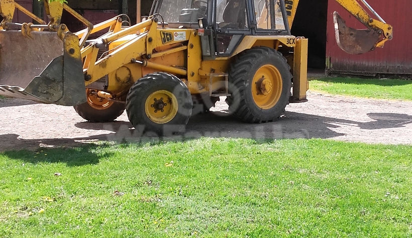 location ou prestation tractopelle jcb 3 cx